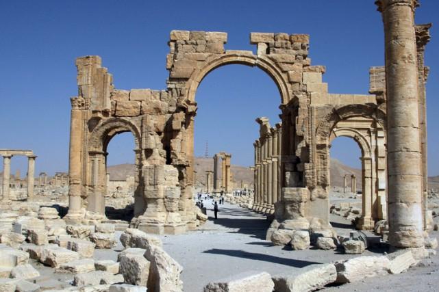 L'Arc de triomphe, vieux de 2000 ans, est... (ARCHIVES AFP)