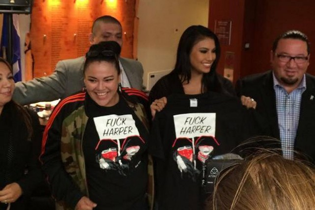 Ashley Callingbull (à droite), issue de la communauté... (PHOTO TIRÉE DE FACEBOOK)