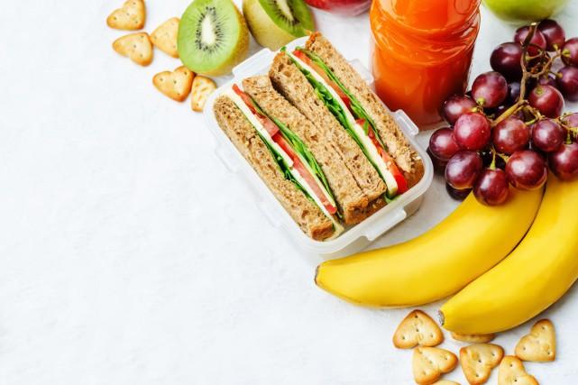 En moyenne, 70% des élèves des écoles primaires dînent à l'école, selon une... (PHOTO THINKSTOCK)