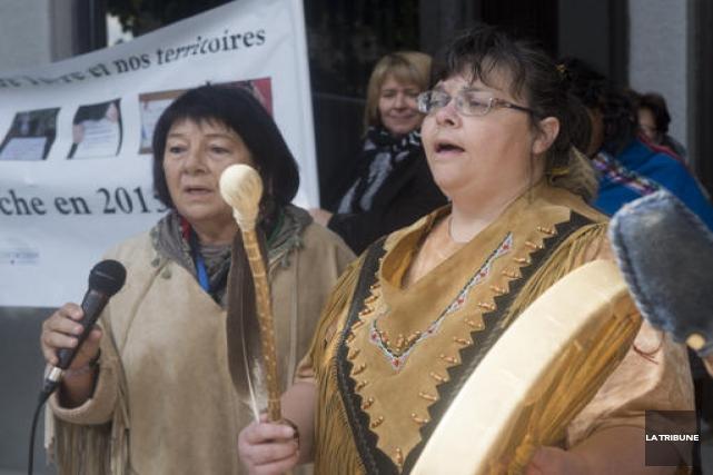 Florienne Caouette (à gauche) a animé une cérémonie... (Imacom, René Marquis)