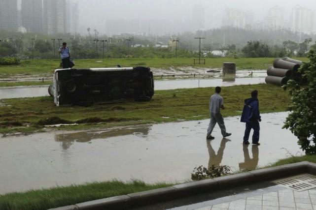 Le typhonMujigaea aussi donné naissance à plusieurs tornades... (PHOTO AFP)