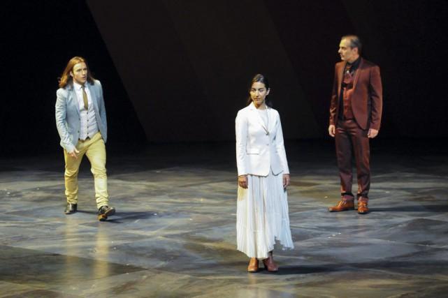Francis Ducharme (Perdican), Alice Pascual (Camille) et Henri... (PHOTO GUNTHER GAMPER, FOURNIE PAR LE THÉÂTRE DENISE-PELLETIER)