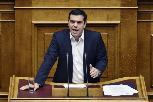 Le Premier ministre Alexis Tsipras a présenté lundi... (PHOTO LOUISA GOULIAMAKI, AGENCE FRANCE-PRESSE)