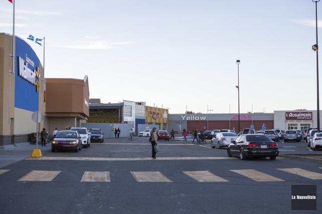 Le magasin Walmart sera bientôt raccordé au Carrefour.... (Photo: Olivier Croteau, Le Nouvelliste)