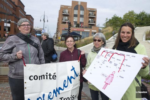 De gauche à droite: Marie-Lyne Lefebvre, militante, Gabrielle... (Photo: Stéphane Lessard, Le Nouvelliste)