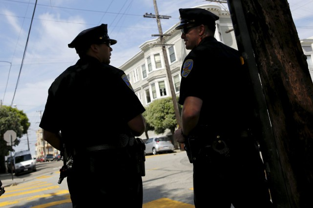 Des policiers de San Francisco.... (PHOTO ROBERT GALBRAITH, ARCHIVES REUTERS)
