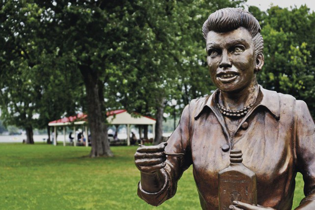 La statue de Lucille Ball aurait pu être créée pour tenir ce rôle, celui... (PHOTO AP)