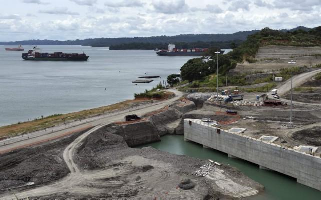 Une vue des travaux d'expansion du canal de... (PHOTO RODRIGO ARANGUA, AGENCE FRANCE-PRESSE)
