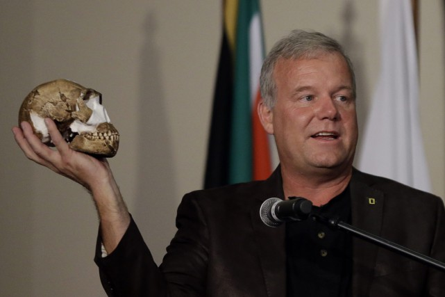 L'Homo naledi, dont on voit ici un crâne,... (Photo AP)