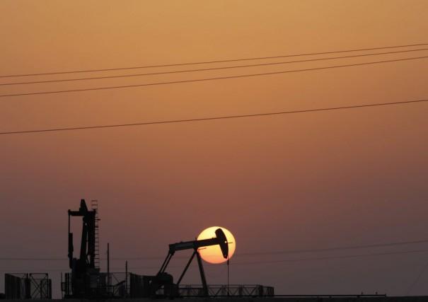 Le cours du baril de «light sweet crude»... (PHOTO HASAN JAMALI, ARCHIVES ASSOCIATED PRESS)