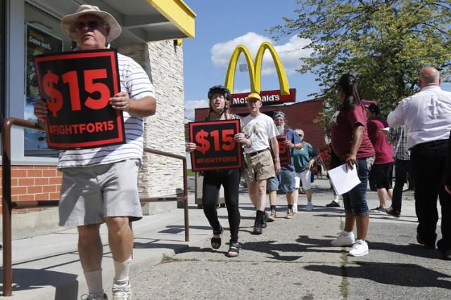 Aucun État américain n'a encore remonté le salaire... (ARCHIVES AP)