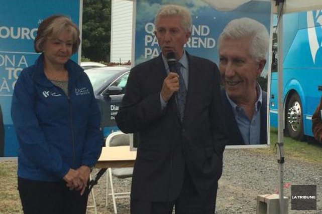 Avec sa candidate dans Drummond, Diane Bourgeois, Gilles... (La Tribune, Alexandre Faille)