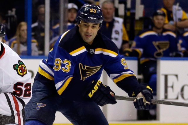 Scott Gomez... (Photo Jeff Roberson, AP)