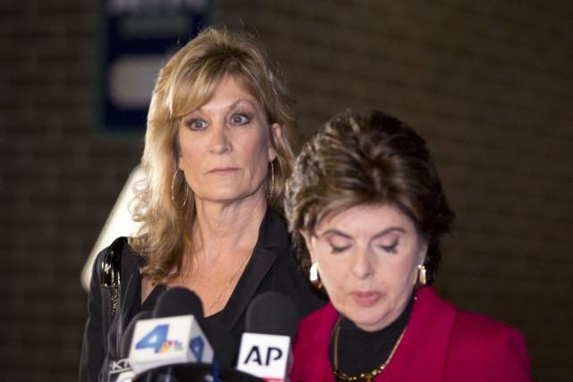 Judy Huth (à gauche) en conférence de presse... (Anthony McCartney)