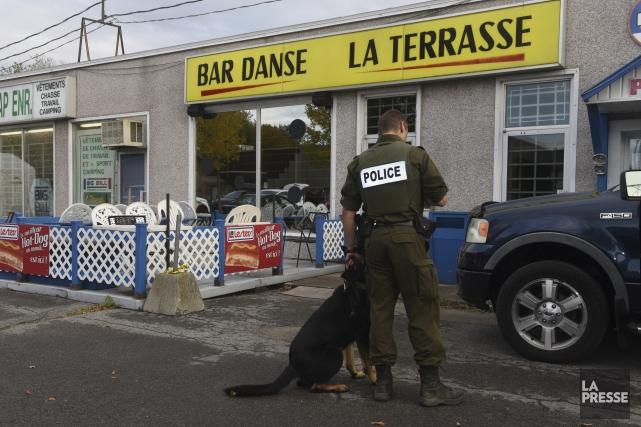 Les policiers ont mené une perquisition mercredi au... (François Gervais)