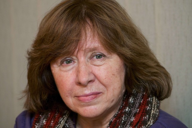 Svetlana Alexievitch est la favorite des milieux littéraires... (Photo archives AFP)