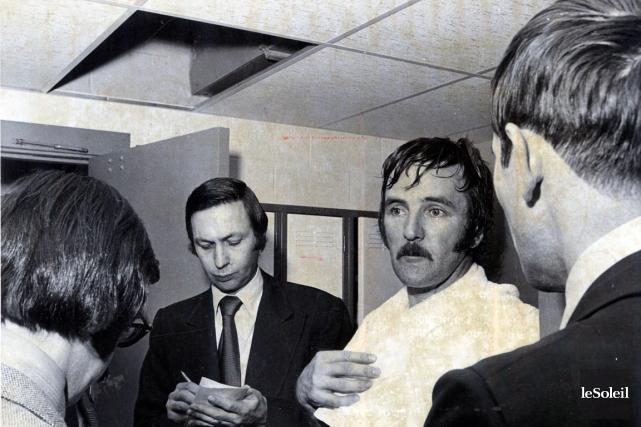 Claude Larochelle et le capitaine des Nordiques, Jean-Claude... (Archives Le Soleil)