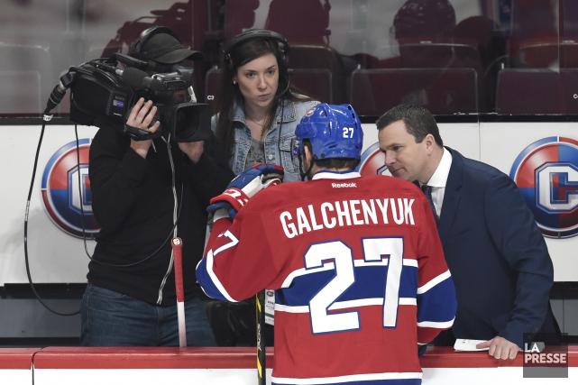 Renaud Lavoie, journaliste àTVASports, s'entretient avec Alex Galchenyuk,... (Photo Bernard Brault, Archives La Presse)