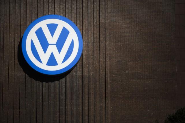 La police allemande a mené jeudi des perquisitions au siège de Volkswagen pour... (Photo: Associated Press)