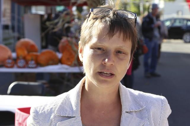 Catherine Lusson promet de se tenir debout contre... (Photo Janick Marois)