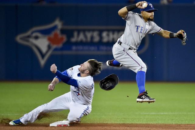 Josh Donaldson a été blessé sur cette séquence... (La Presse Canadienne)
