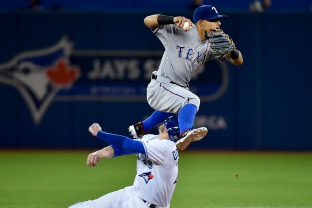 Josh Donaldson a été ébranlé quand sa tête... (La Presse Canadienne, Nathan Denette)