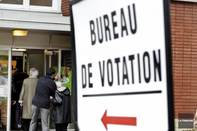 Les bureaux de vote par anticipation ouvriront leurs portes ce vendredi au... (Archives La Tribune, Jocelyn Riendeau)