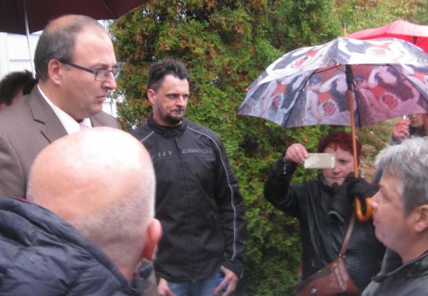 Le directeur général du CIUSSS-MCQ, Martin Beaumont, recevant... (Photo: Marc Rochette)
