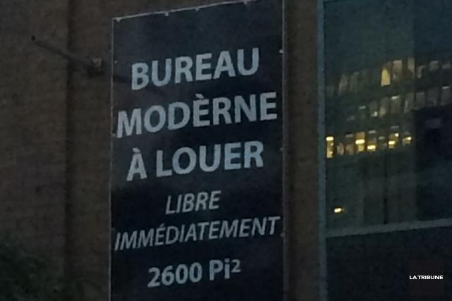 Rassurons l'auteur de cette affiche: même s'il avait écrit «moderne» sans... (La Tribune, Steve Bergeron)