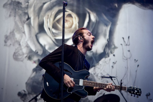 Tom Smith, chanteur du groupe Editors, lors d'un... (PHOTO ARCHIVES AFP)