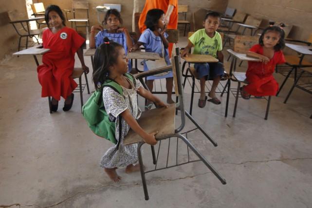 Une filette indigène dans une école de Manaure,... (Photo Fernando Vergara, AP)