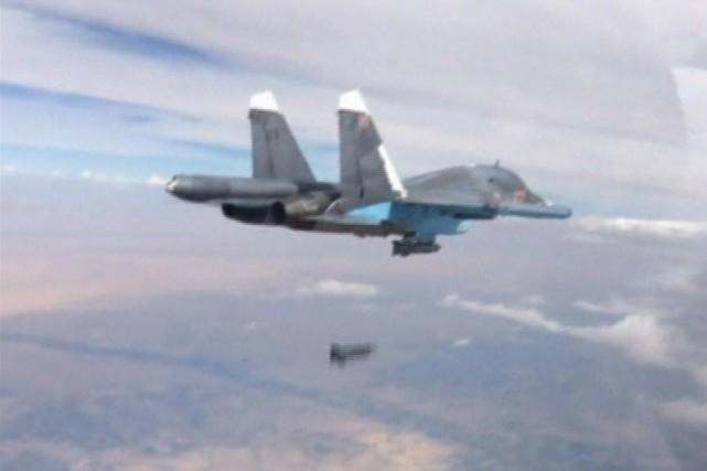 Le 29 novembre dernier, les clients d'un marché public du nord de la Syrie ont... (Ministère de Défense de la Fédération de Russie, Reuters)