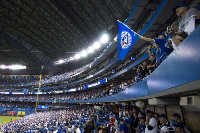 Les Sénateurs ont assisté au match des Blue... (Darren Calabrese, La Presse Canadienne)