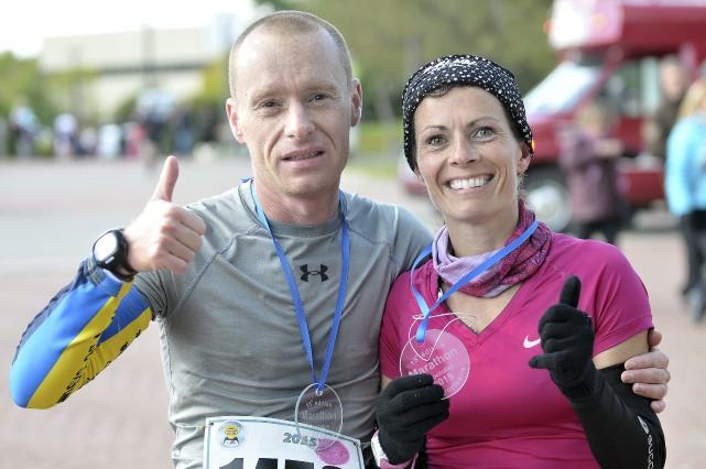 Marie-Claude Brassard et Joël Bernard affichent les sourires... (Photo Le Progrès-Dimanche, Rocket Lavoie)