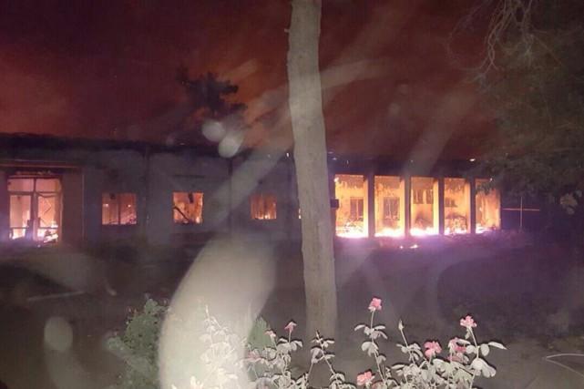 Le bombardement de l'hôpital a tué au moins... (PHOTO AP/Médecins Sans Frontières)