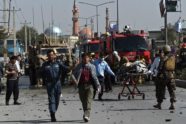 La zone a rapidement été bouclée par les... (Photo Wakil Kohsar, AFP)