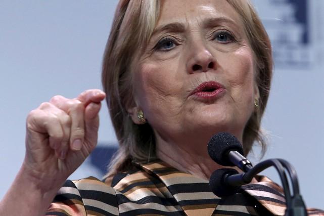 Mme Clinton doit témoigner publiquement à sa demande... (Photo Yuri Gripas, Reuters)