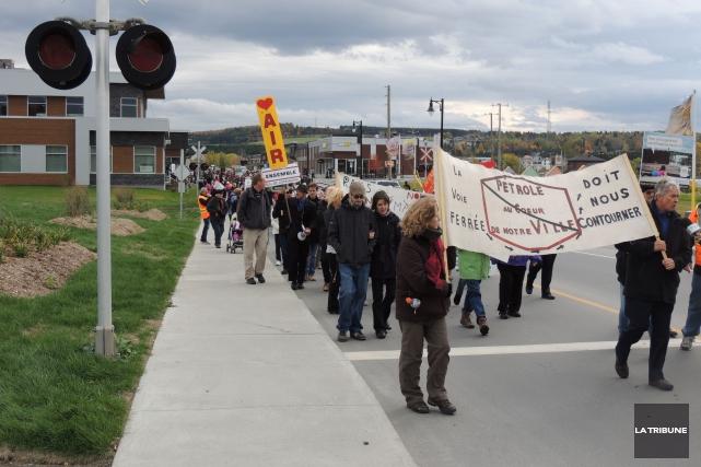 La marche citoyenne de dimanche, à Lac-Mégantic, pour... (PHOTO RONALD MARTEL, LA TRIBUNE)