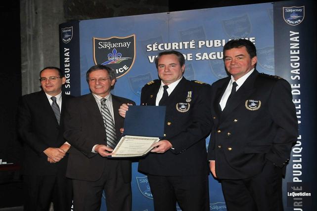 Mario Giroux, à droite sur la photo, est... (Archives Le Quotidien)