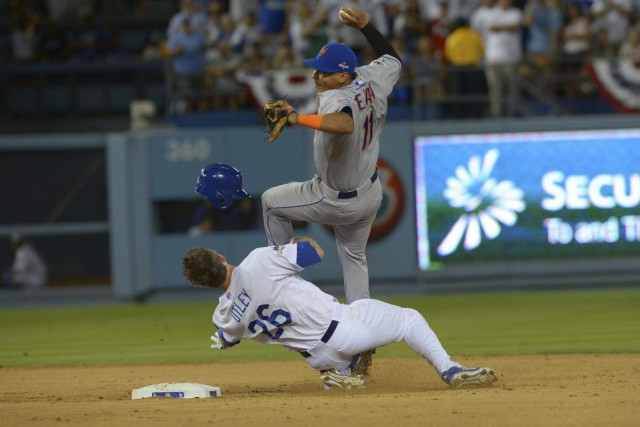 La glissade de Chase Utley (26) a résulté... (PHOTO JAYNE KAMIN-ONCEA, USA TODAY)