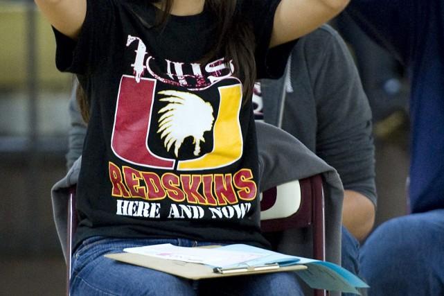 La loi qui interdira aux écoles publiques d'employer... (Photo AP)