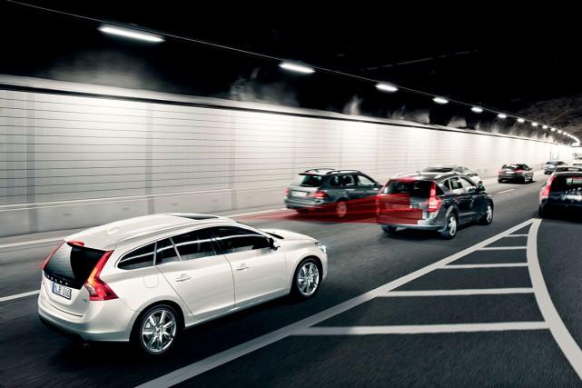 Les systèmes de freinage préventif, comme le City... (Photo fournie par Volvo)