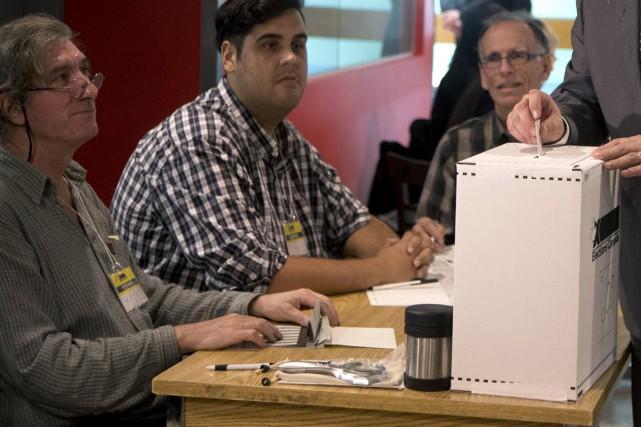 Élections Canada estime que 767000 électeurs ont voté... (Photo archives Reuters)