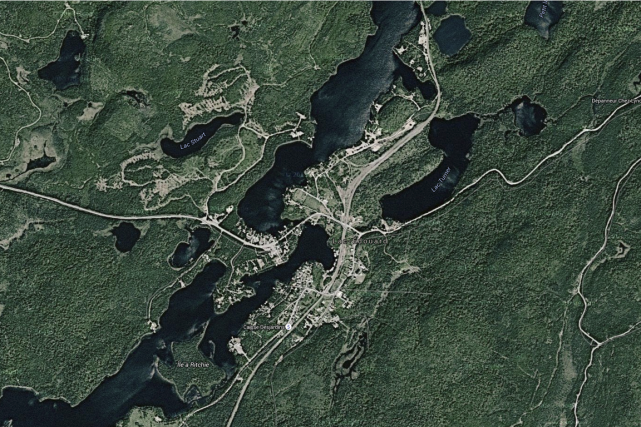 Lac-Édouard... (Google map)