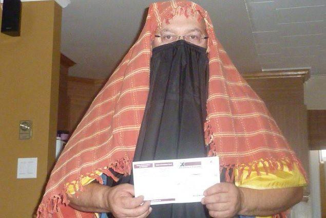 Sylvain Bouchard a voté voilé, dimanche. Cette photo... ((Courtoisie))