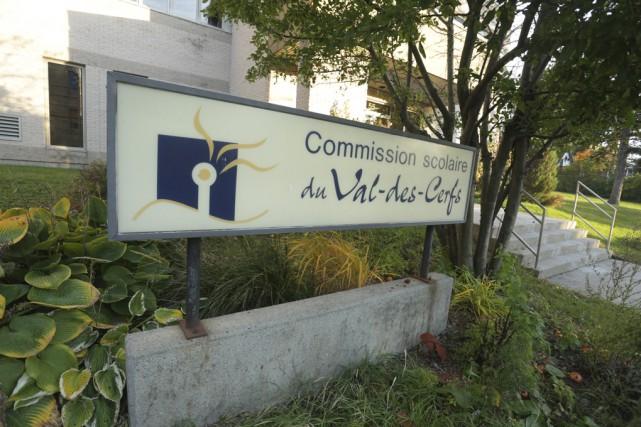 La Commission scolaire Val-des-Cerfs doit faire la révision... (photo Catherine Trudeau)