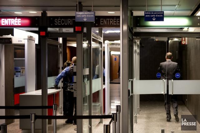 Au moment où l'on s'apprête à implanter de nombreux portiques de sécurité au... (Photo Marco Campanozzi, La Presse)