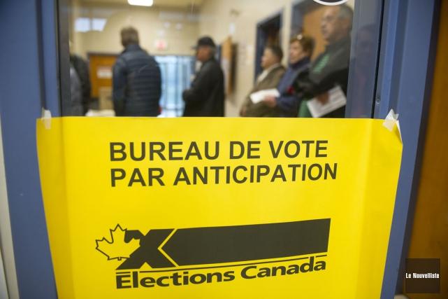 Le vote par anticipation a été très couru... (Photo: Stéphane Lessard, Le Nouvelliste)