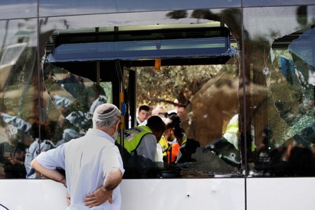 Deux individus ont semé la terreur sur la... (PHOTO GALI TIBBON, AFP)