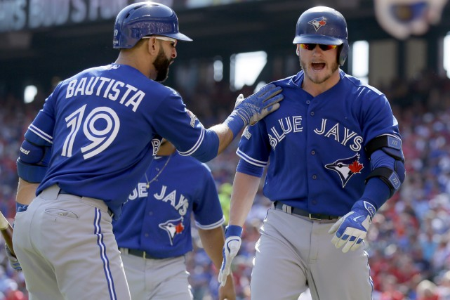 Josh Donaldson (à droite) a claqué un circuit... (Photo: Associated Press)